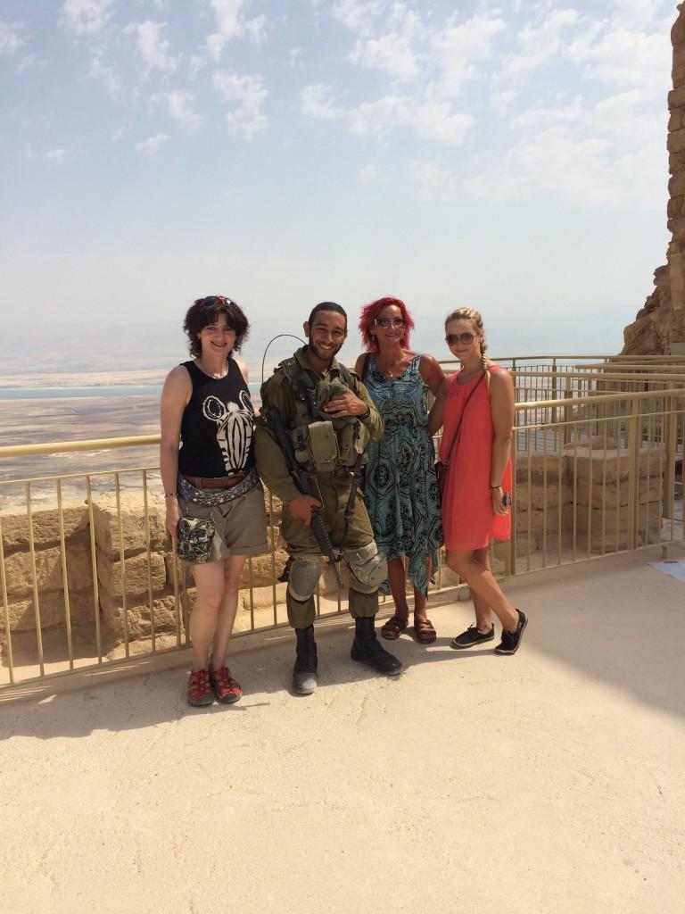 Bild zusammen mit israelischem Soldat