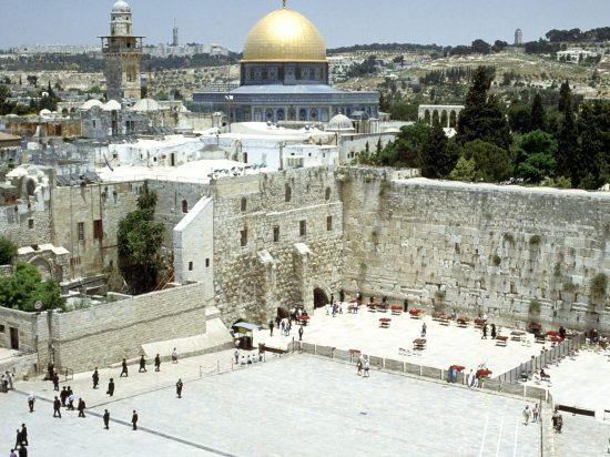Western_Wall_and_Omar_Mosque_Jerusalem_Israel_1600x1200